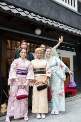 기모노를 입고 아사쿠사 산책