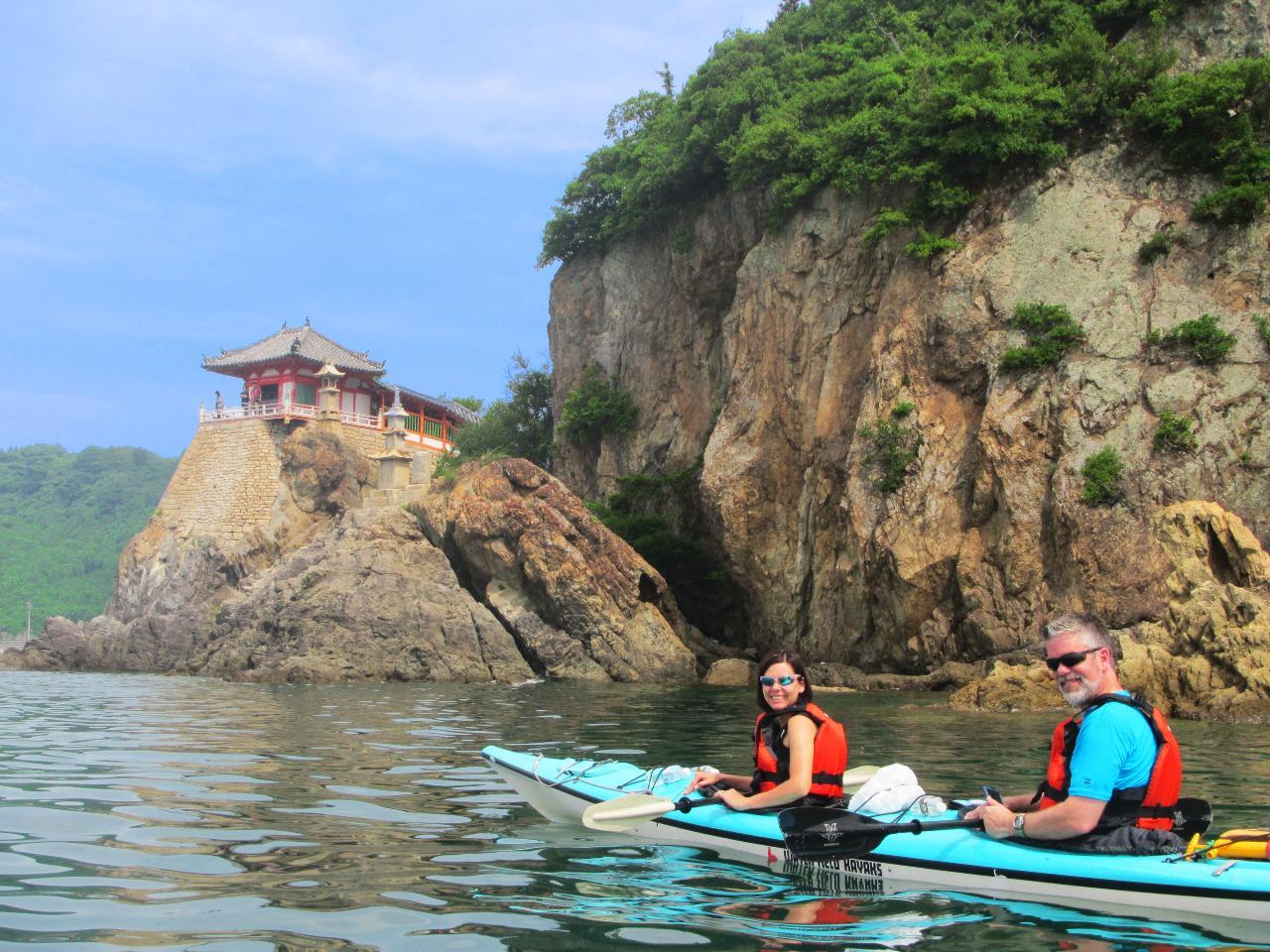 【Kayaker's Cafe】일본 제일의 경승지・도모노우라에서만 즐길 수 있는 바다 카약 투어 (1일) /ジブリやハリウッドの舞台となった海でシーカヤックツアー(1日)