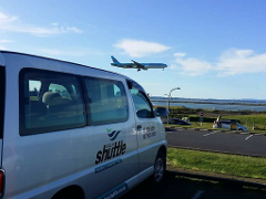 AIRPORT SHUTTLE: Auckland International Airport to Raglan