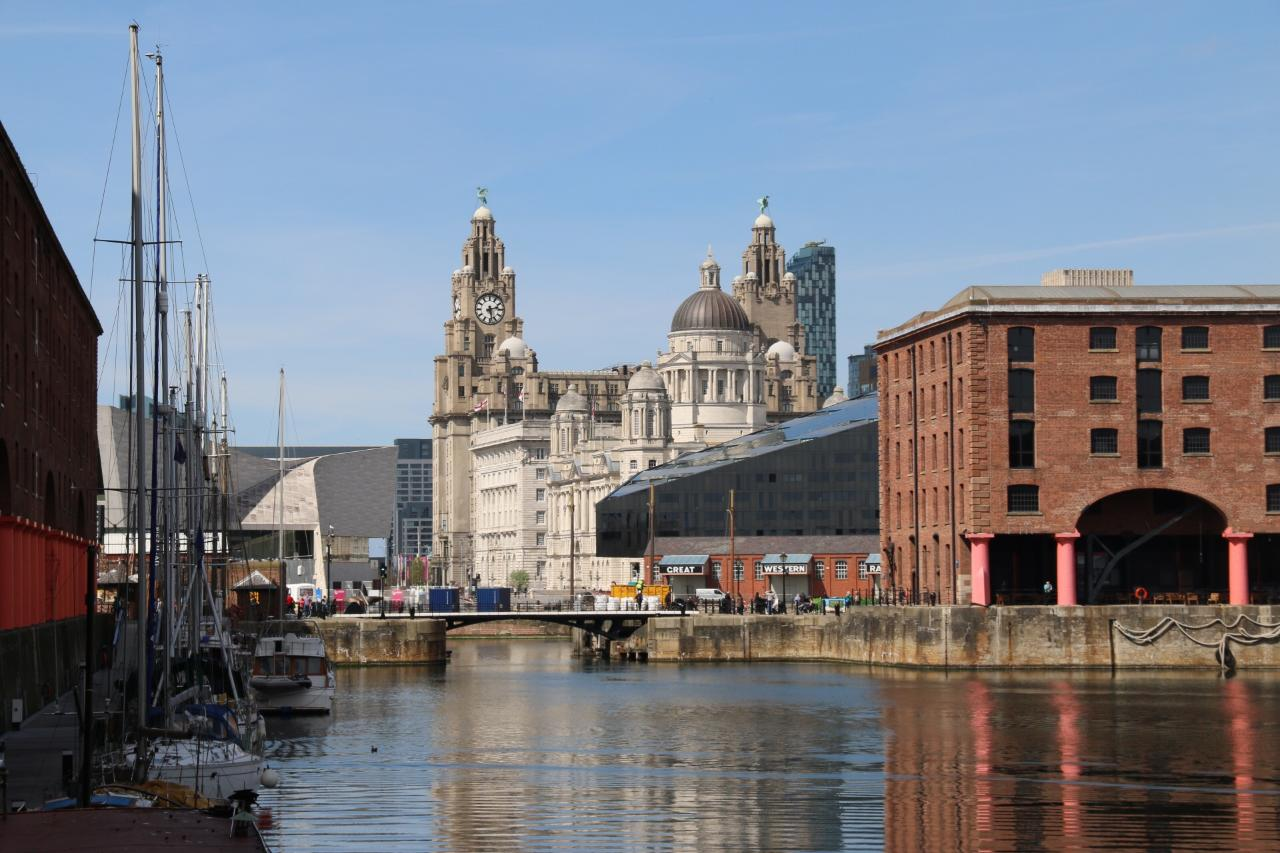 Panoramic Liverpool  & Penny Lane Guided Tour on your coach or hire a coach or MPV from us for your group.  - (2 hours)