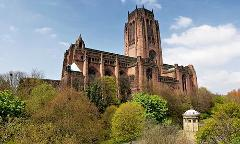 Private fully guided tour from Manchester to Liverpool - Sightseeing and Beatles for up to 6 people