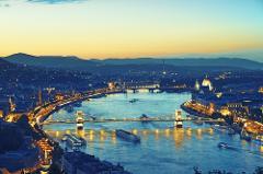 Private Danube Boat Ride & Wine Tasting (April-October)
