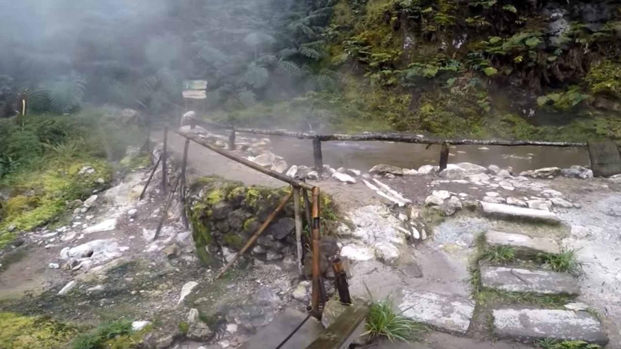 Lagoa do Fogo Volcano Tour
