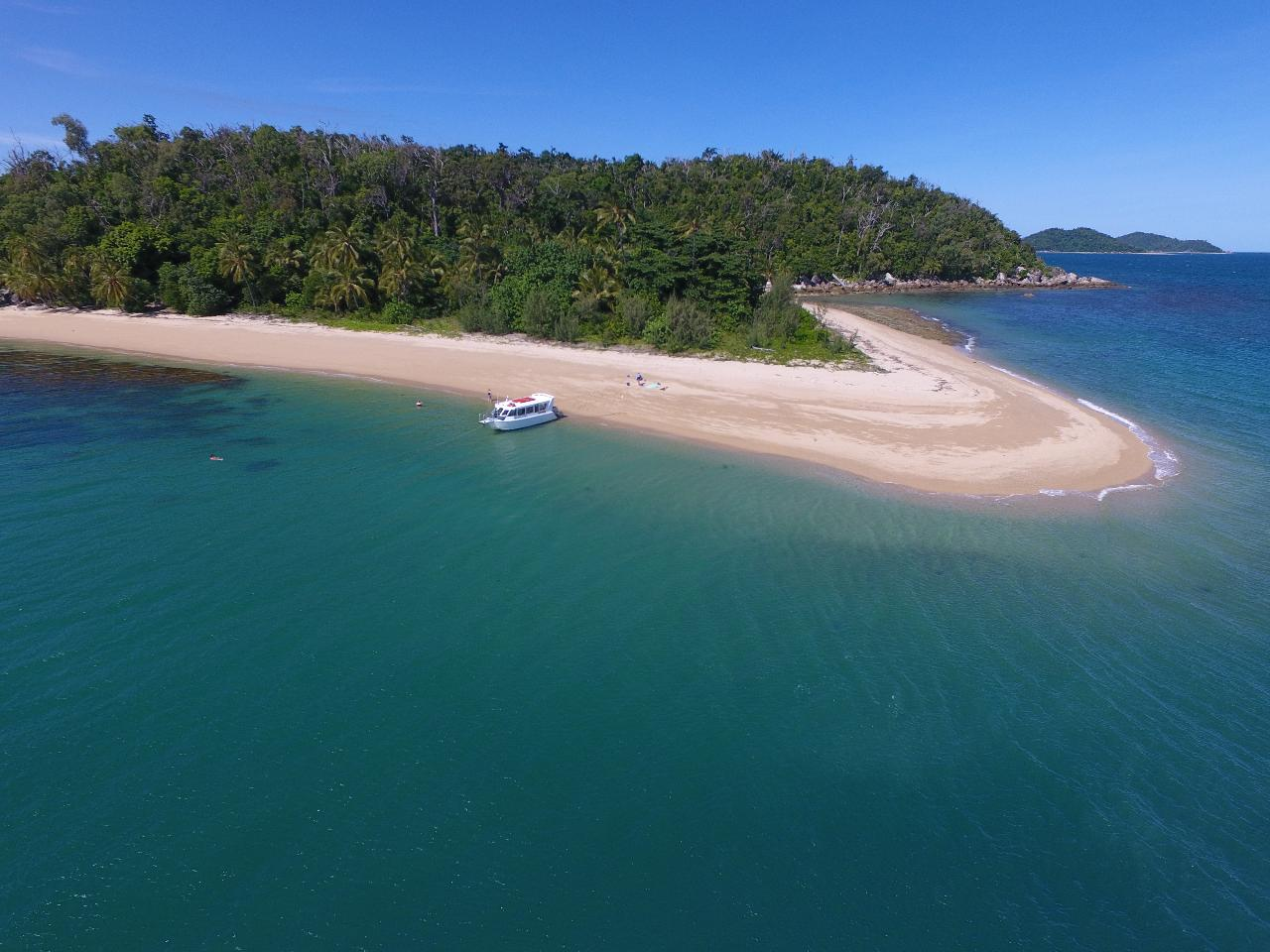 Dunk Island Holidays: Fozzy's 3 Hour, 3 Island Tour