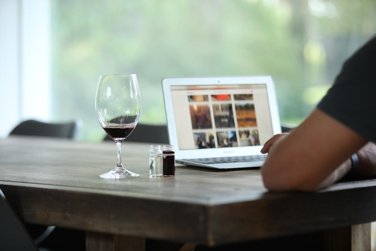 Private virtual guided wine tasting for 10+ppl (50ml samples)  at your own separate locations