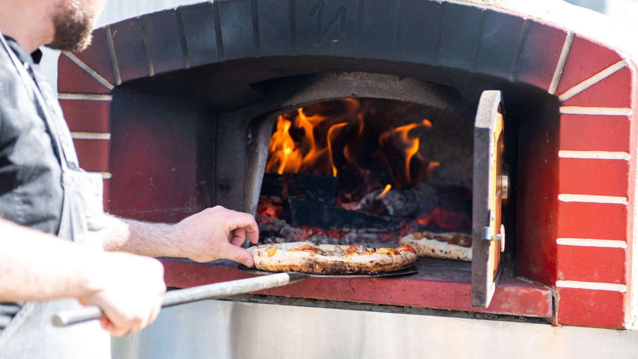 WINE & WOOD FIRED PIZZA
