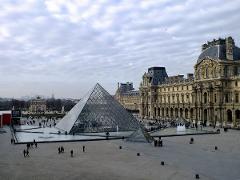 Paris + The Louvre Museum Private Tour Sedan Car 1 to 3 pax