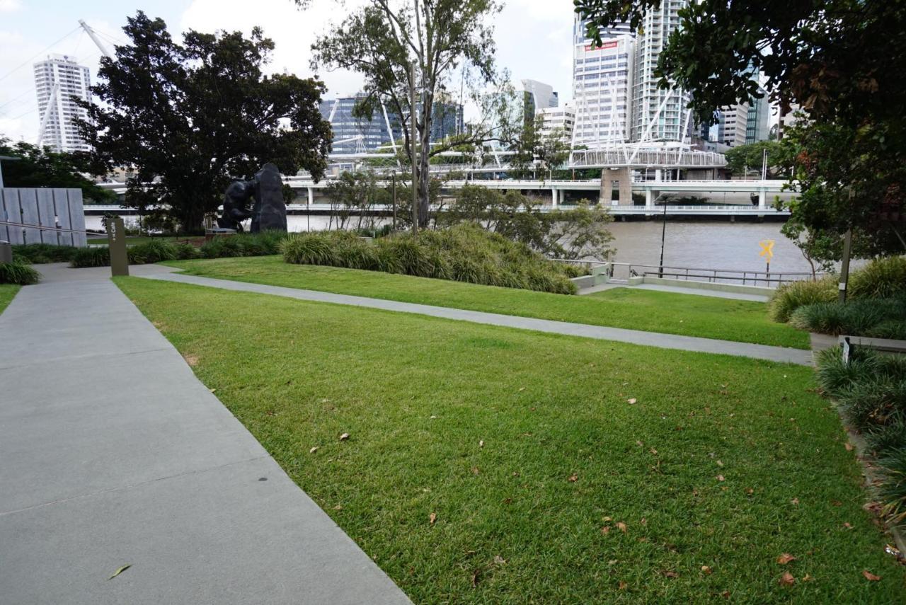 Riverside and Parklands Walking Tour –  3 hours