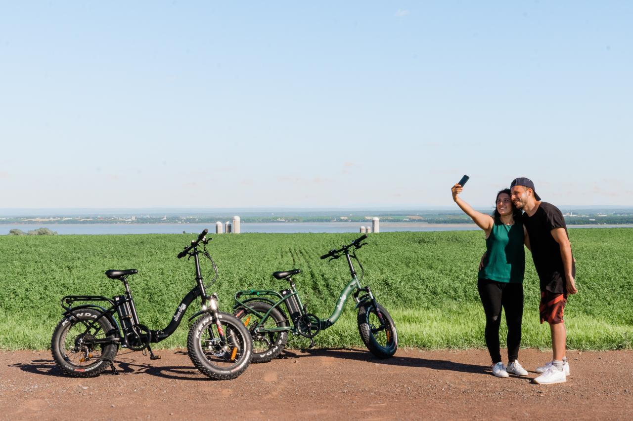 Louez des vélos électriques et pédalez l'île avec tant de facilité! // Rent Electric Bikes and cycle the Island with ease!