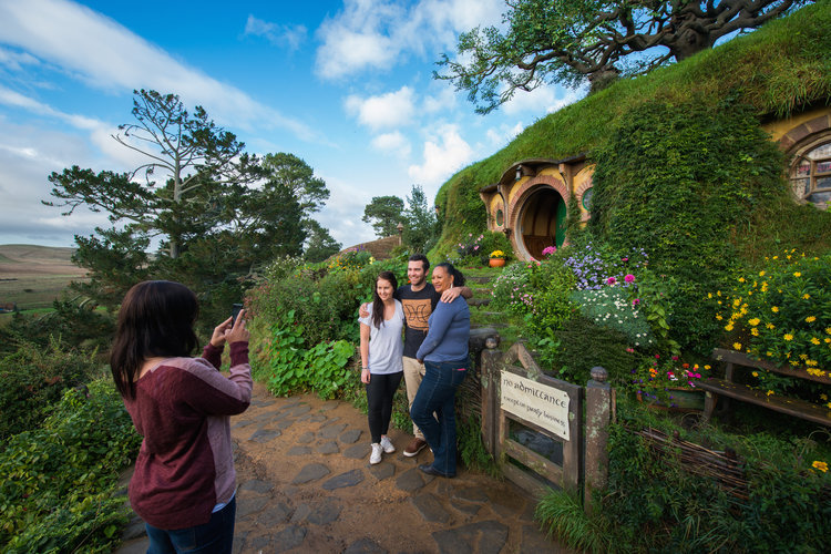 Hobbiton & Waitomo Glowworm Caves Tour from Auckland (small groups)