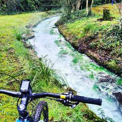 The Dam, Huka Falls, Steam & River trail E Mountain bike tour.