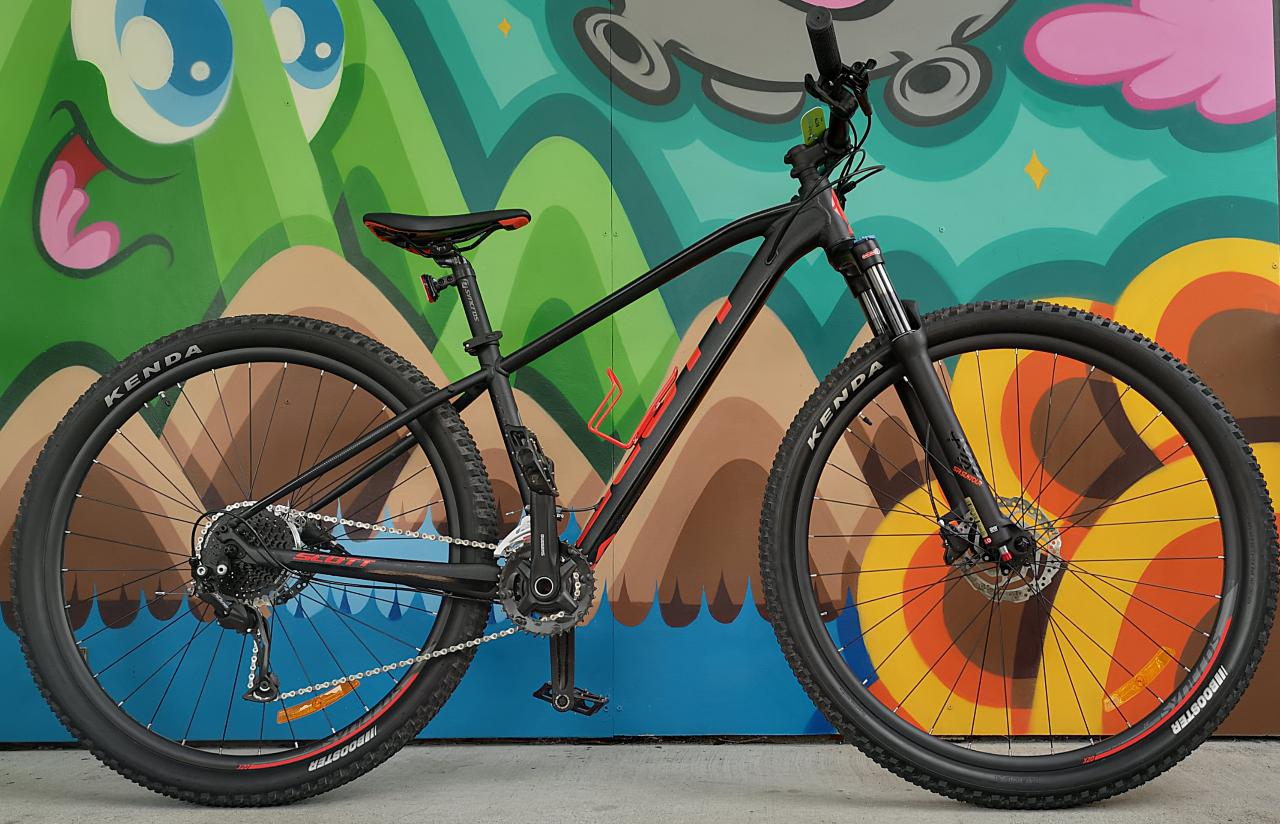 2021 Scott Hard tail MTB - 1/2 day (2 hr rental available walk in)