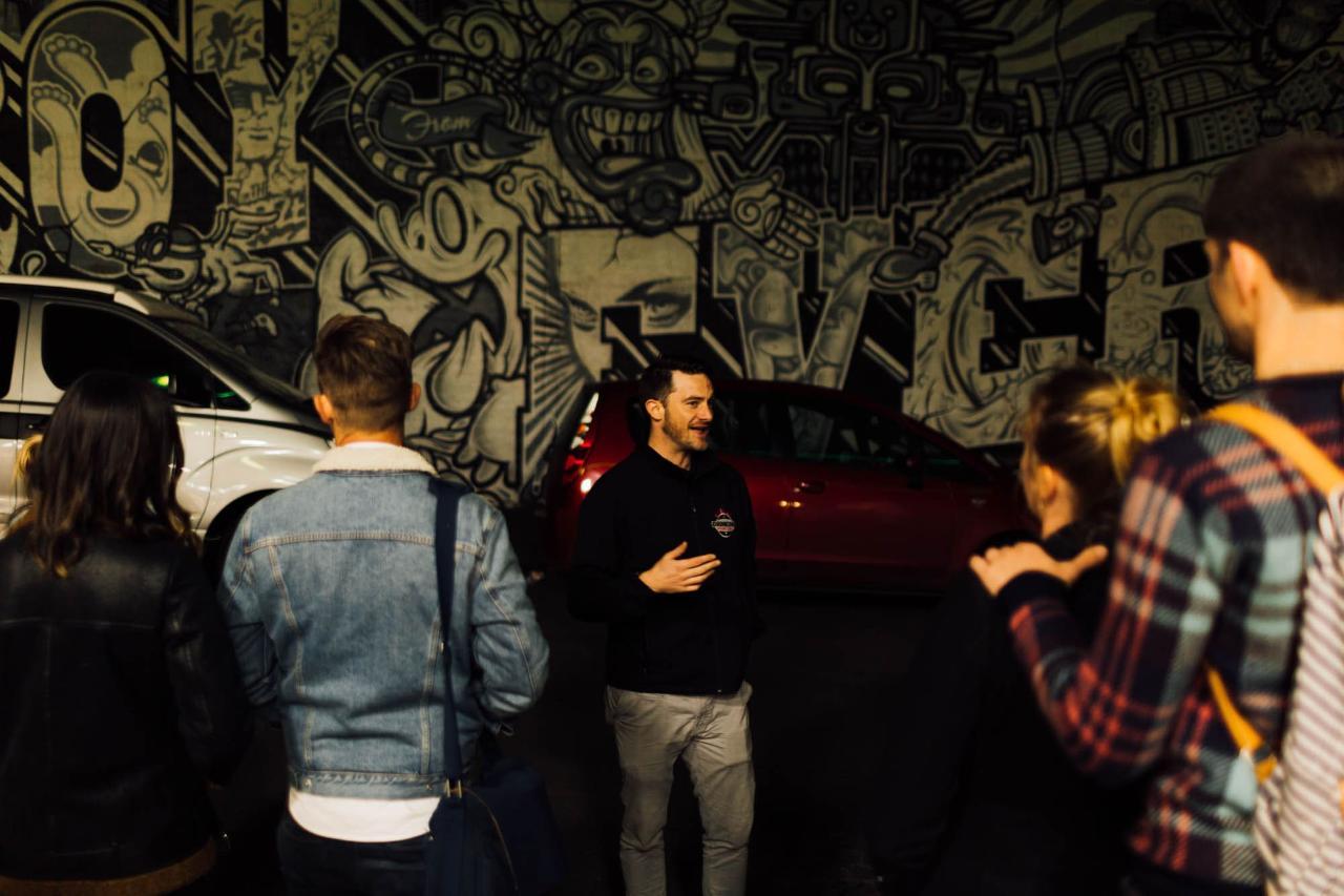 Fitzroy: Slumtown to Hipsterville Bars Tour