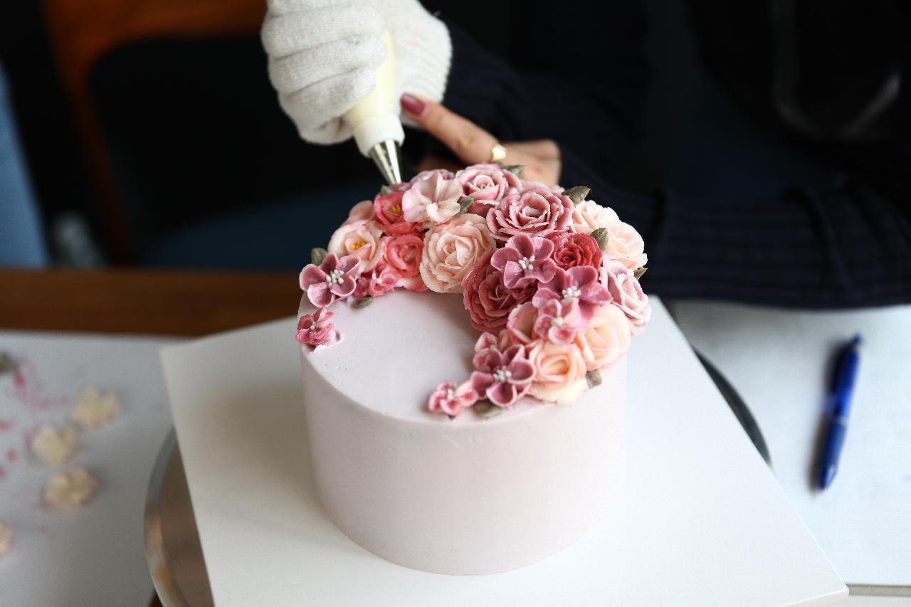 Master Buttercream Piping Flower Cake Decoration Workshop C1