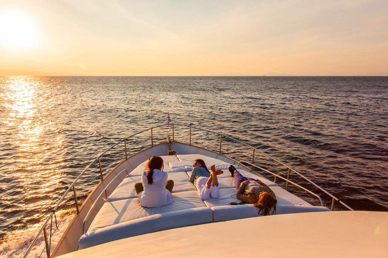 Athens Yacht Sunset Tour - 3 hours