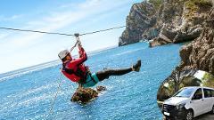 Aventura em Coasteering na Arrábida com transfer