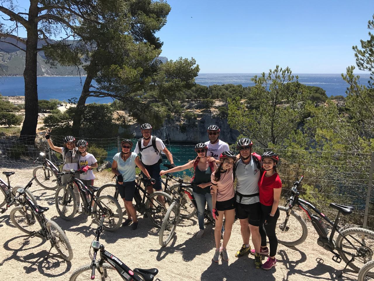 """Tour VTT electrique  """"Les 2 Calanques"""" (niveau facile) - E-mountain bike tour """"Les 2 Calanques"""" (easy level)"""