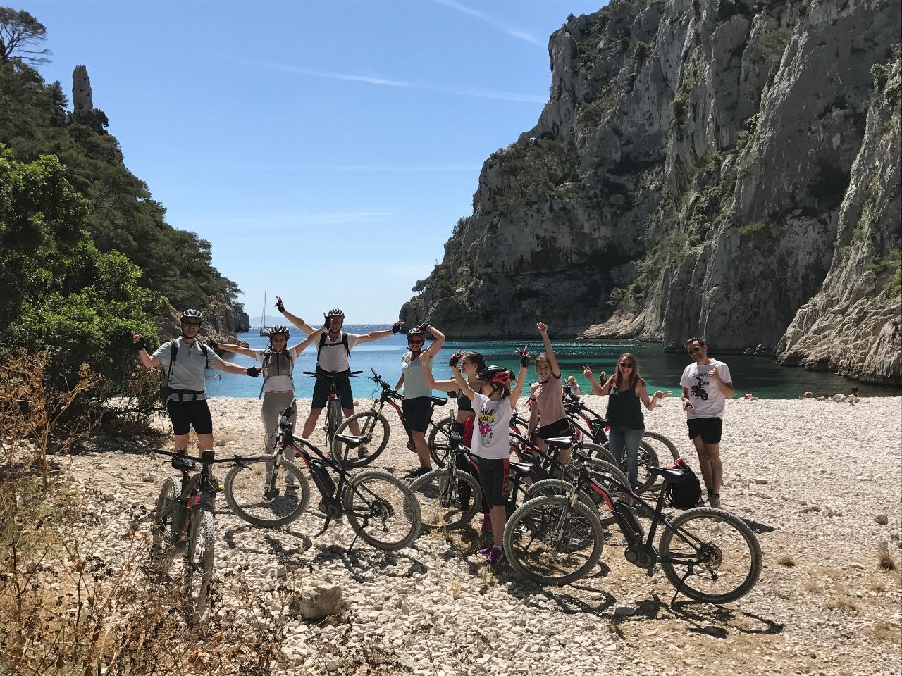 """Tour VTT electrique Cassis """"Les 3 Calanques"""" (niveau moyen) - E-mountain bike tour """"3 Calanques"""" (average level)"""