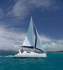 FULL DAY CRUISE EAST (ILE AUX CERFS) - Blue Alize II   Bare Boat Charter